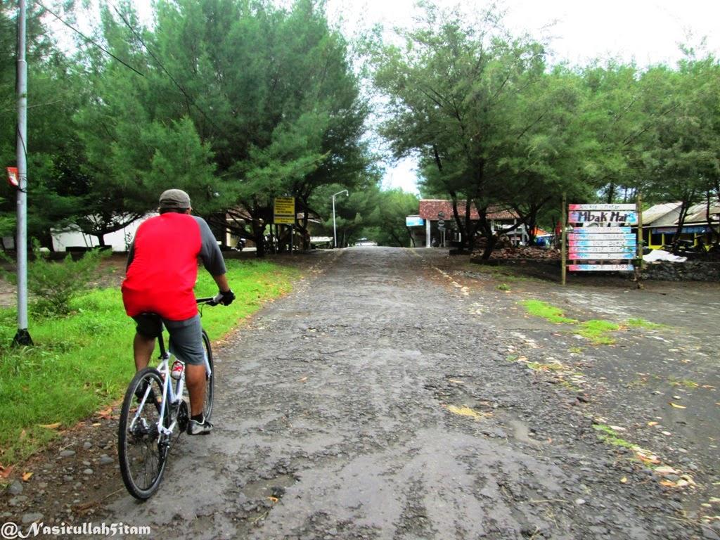 Mengayuh sepeda menuju Pantai Baru, Bantul
