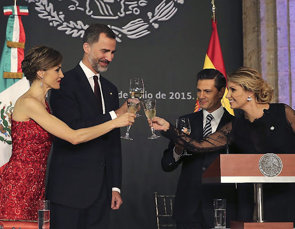Queen Letizia and King Felipe VI of Spain attend a dinner given by Mexican President Enrique Peña Nieto and his wife First Lady Angelica Rivera