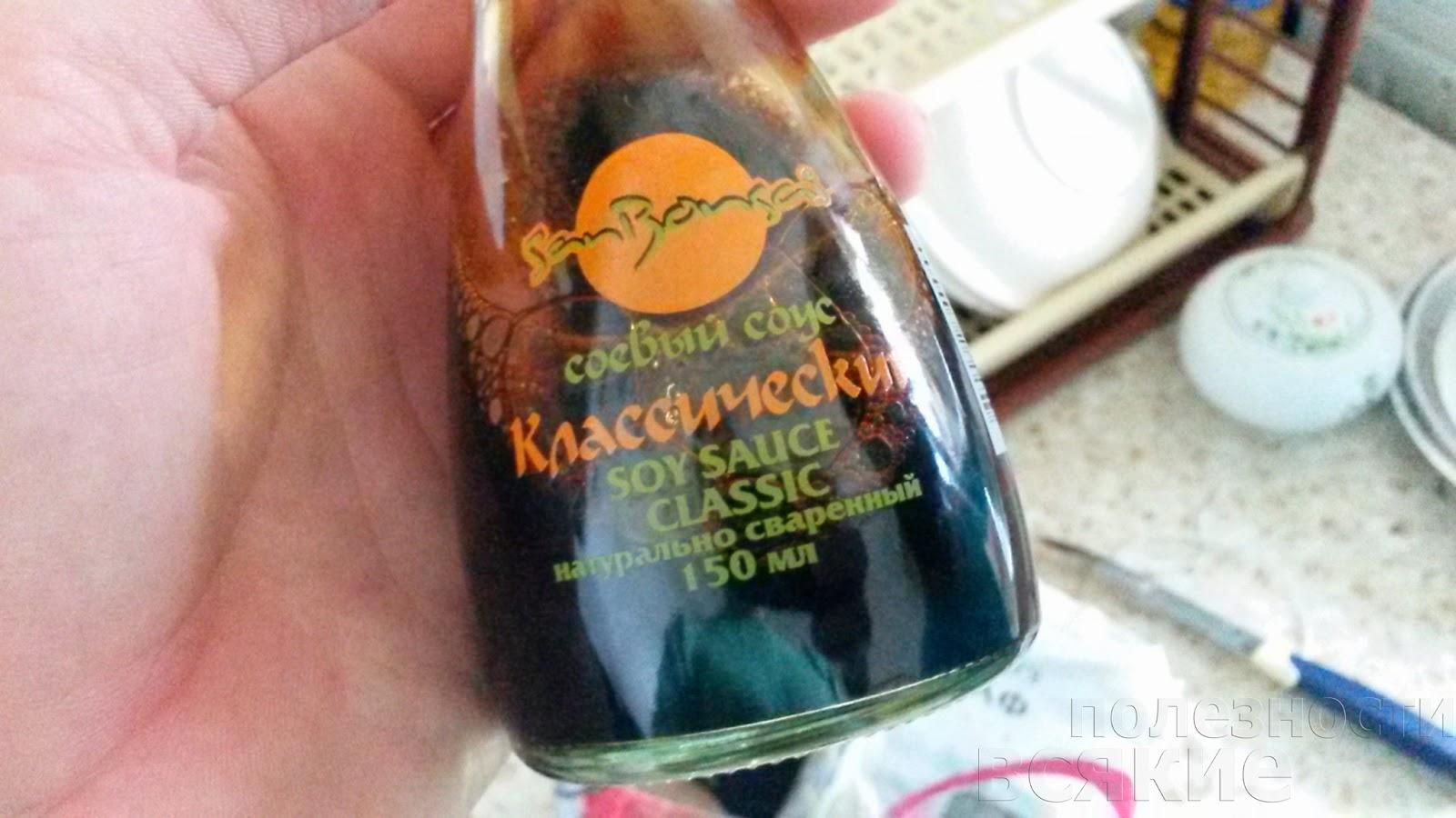 соевый соус в стеклянной бутылке