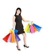 Frau mit Einkaufstaschen, Shopping-Tour.