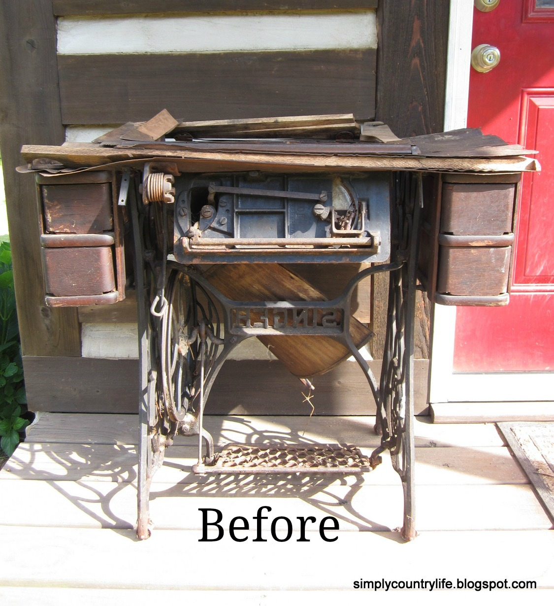Simply country life antique singer sewing machine table makeover - Singer sewing machine table ...