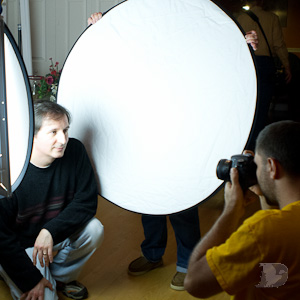 One Of The Most Versatile Tools To Use In Your Natural Light Portrait Lighting Arsenal Is Popular 5 1 Reflector They Are Inexpensive Weight