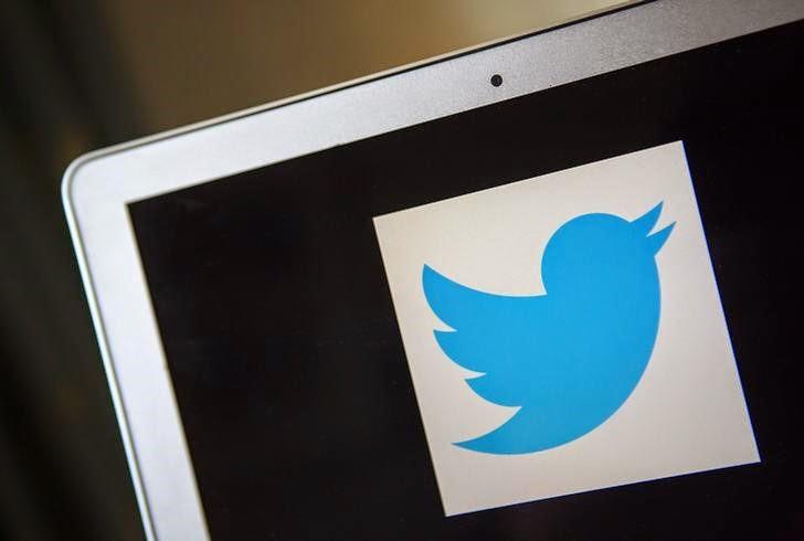 La red social Twitter anunció hoy unos beneficios de 14,6 millones de dólares en el segundo trimestre de 2014, que superaron las expectativas de los analistas, frente a los 16,4 millones de pérdidas del mismo período del año pasado. Además, los ingresos de la empresa durante ese trimestre ascendieron a 312 millones de dólares, lo que supuso un incremento interanual del 124 por ciento. EFE