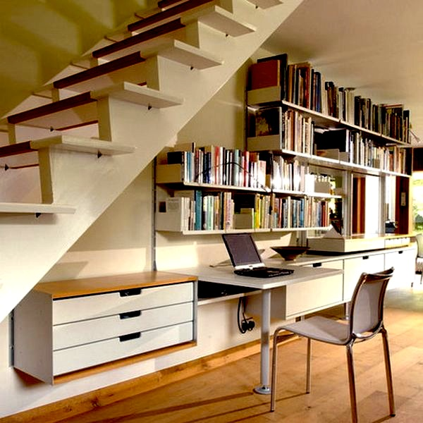 Muebles bajo la escalera ideas para decorar dise ar y for Biblioteca debajo de la escalera