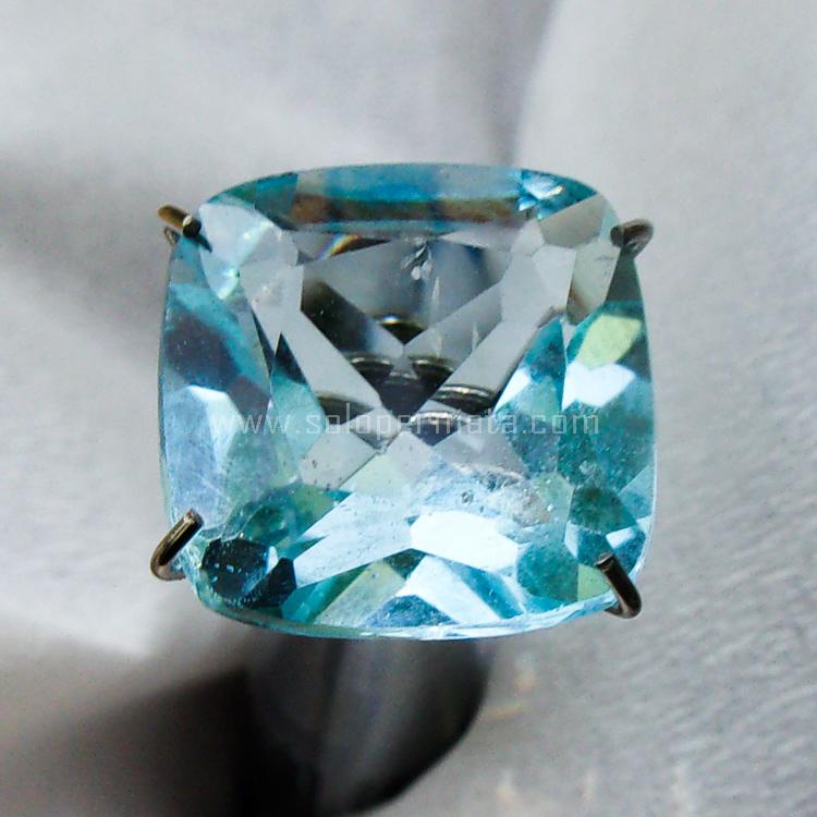 Batu Permata Blue Topaz - SP974