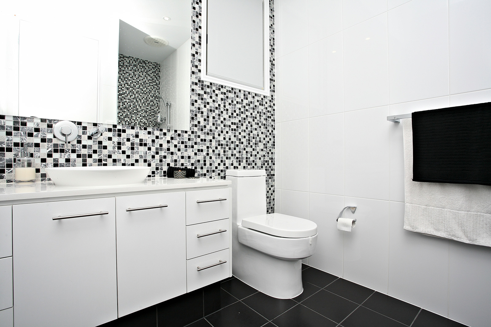 Bathroom Feature Wall - palesten.com -