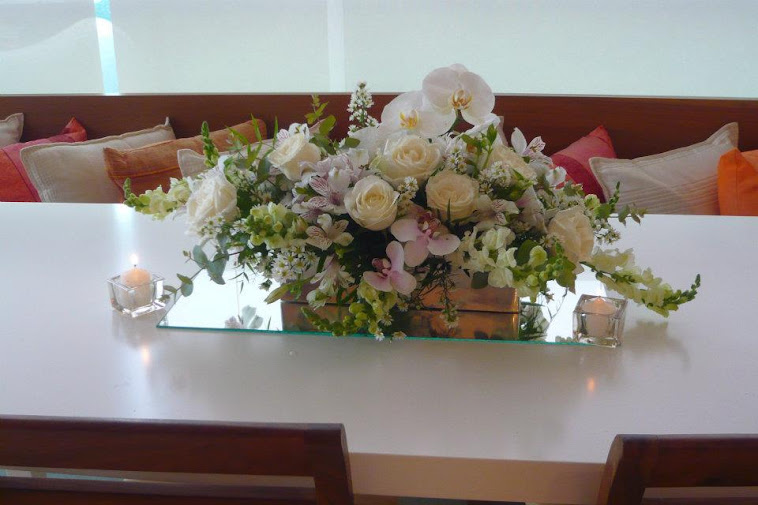 Festa de Aniversario de Camila jantar , arranjo floral centro de mesa.