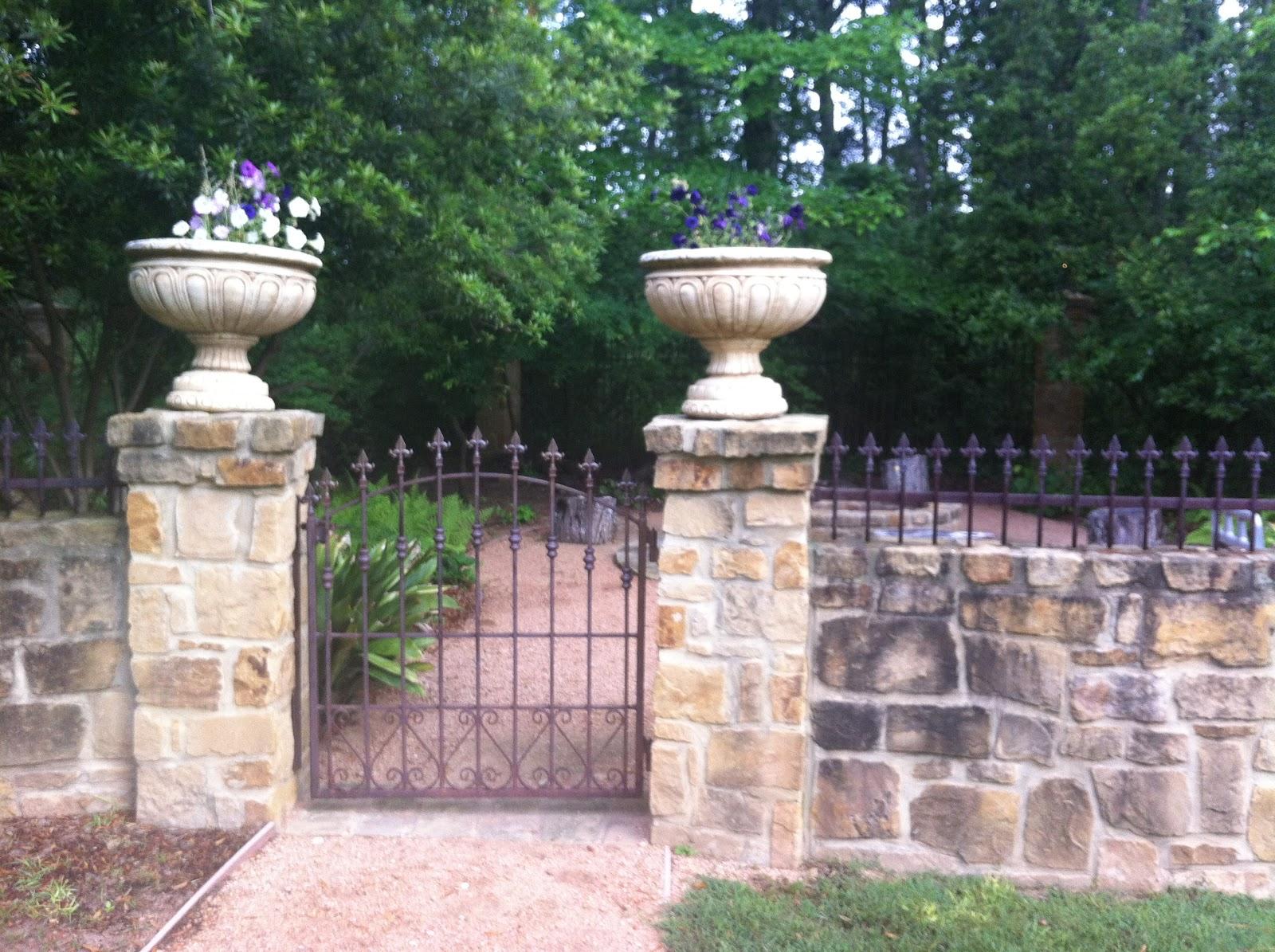 Classically chic design - Decoration pour pilier exterieur ...