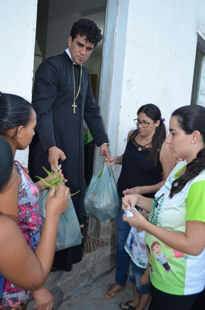 Paróquia Nossa Senhora do Rosário e Pastoral da Criança doam 4.500 quilos de alimentos.