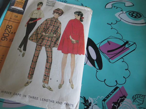 I did my red cape based on 1967 McCall's pattern ( n° 9028) , view B . vintage 1960 60s 1960s années 60 sixties mod wool couture retro Addicted to my Singer