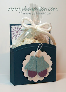 http://juliedavison.blogspot.com/2012/11/video-tutorial-open-top-treat-box-free.html