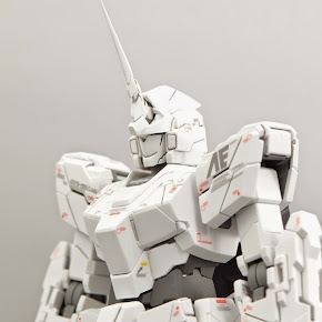 MG Unicorn Gundam (deactivated mode)
