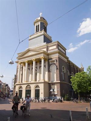 Iglesia católica Hartebrugkerk (1836) de Leiden