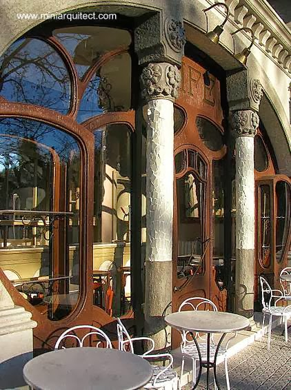 Maqueta de un café estilo Art Nouveau en Barcelona a comienzos del siglo 20