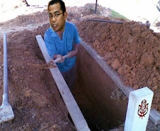 Khaled Nordin Gali Kubur Untuk Dirinya Dan Umno
