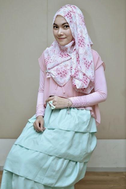 Tutorial Hijab Pastel Pashmina Motif Bunga Agar Tampil Fresh Dan Feminim
