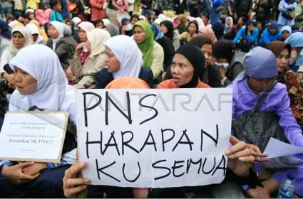 %name Tenaga Pendidik dan Kesehatan Tak Kena Moratorium PNS