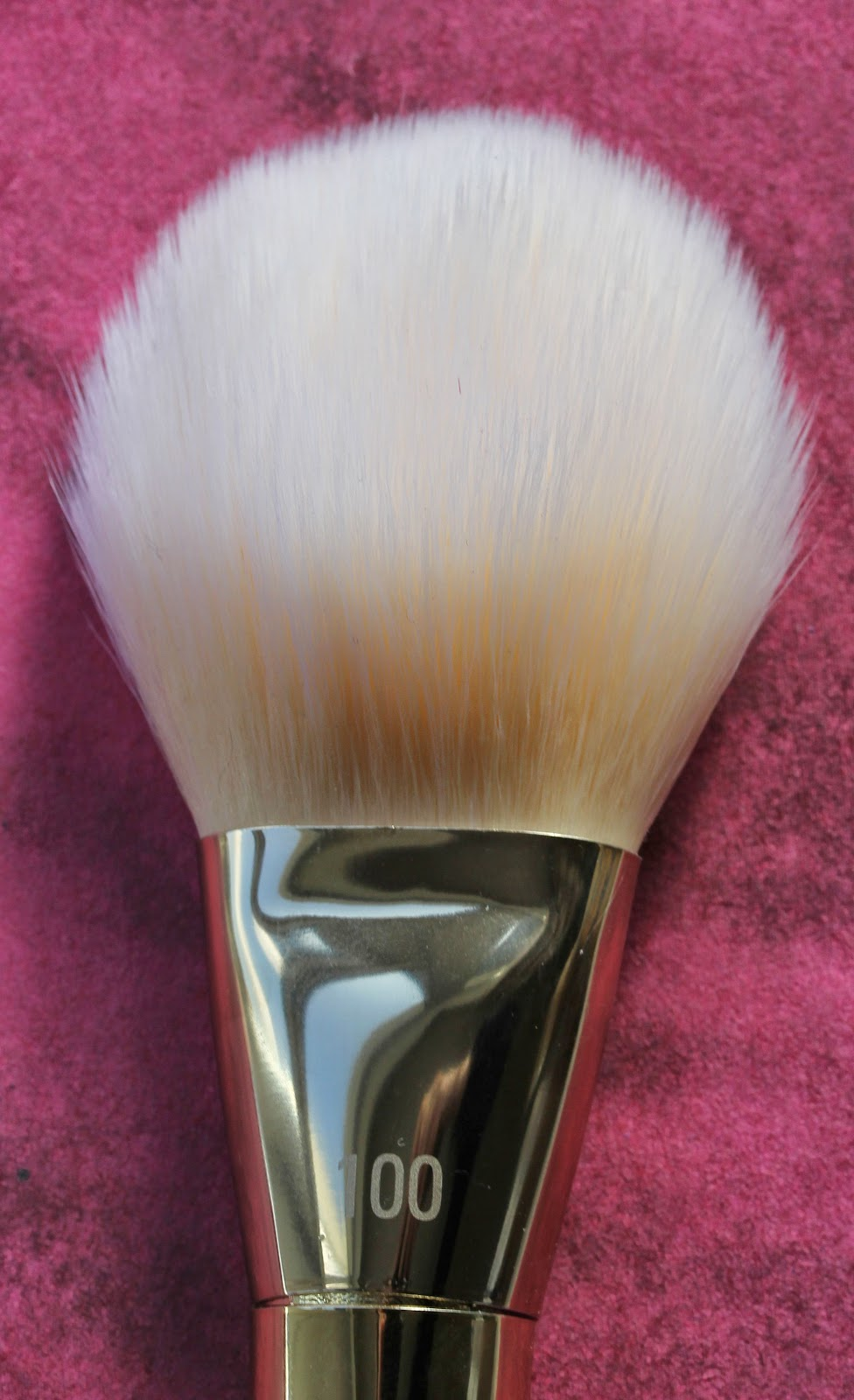 Real Techniques Bold Metals Arched Powder brush