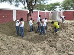 """Ex alumnos de la I.E """"El Tallán"""" en proyecto de segregación de residuos sólidos"""