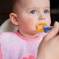 Khi  trẻ biếng ăn, bạn đừng nên ép