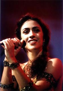 Marisa Monte cantando
