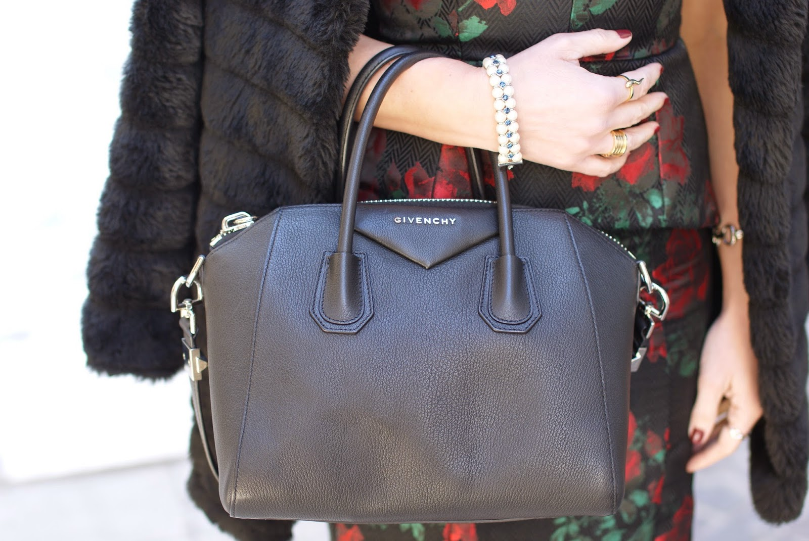 Givenchy Antigona bag small size in black caviar leather on Fashion and Cookies fashion blog