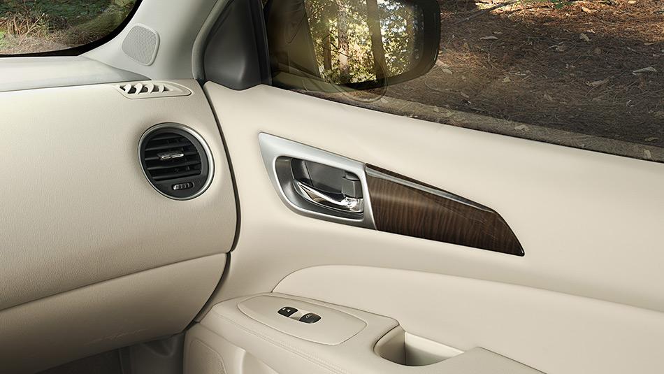 Nissan Pathfinder 2013 Suv Interior Photos And Wallpapers Html Autos Weblog