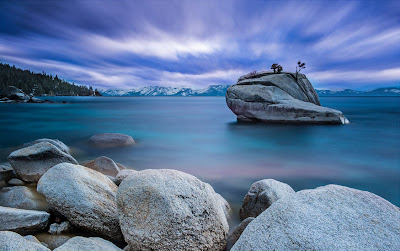 Bonsai Rock en el Lago Tahoe de Nevada, EEUU.
