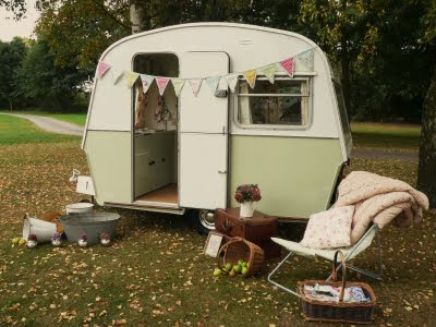 i heart shabby chic shabby chic meets vintage caravan. Black Bedroom Furniture Sets. Home Design Ideas