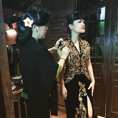 Baju Kebaya Wisuda Modern Anne Avantie