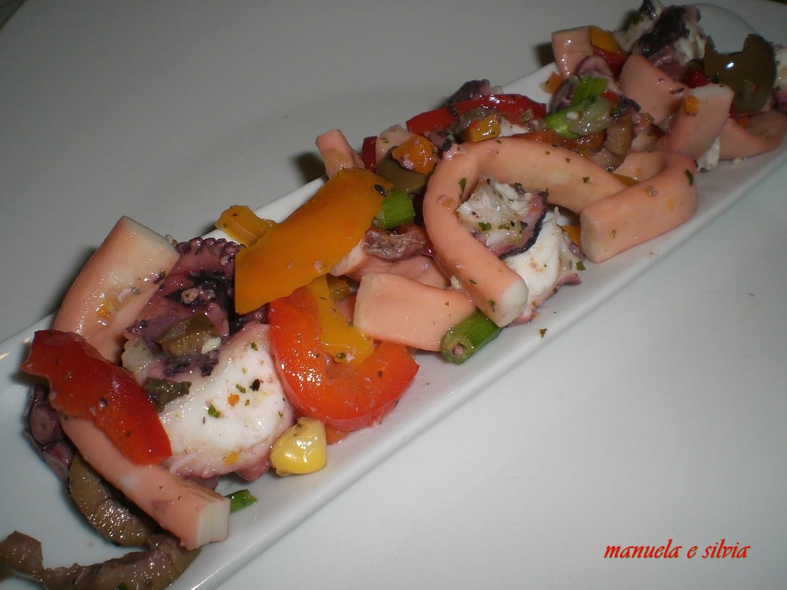 un'insalata aromatica di polipo ed anelli di totano condita con peperoni, olive ed acciughe