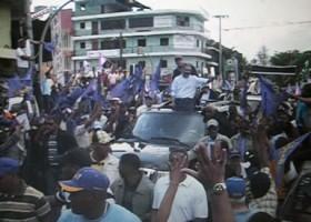 Danilo Medina se lanza a las calles en un esfuerzo por cambiar la percepción que lo muestra segundo en las preferencias del electorado