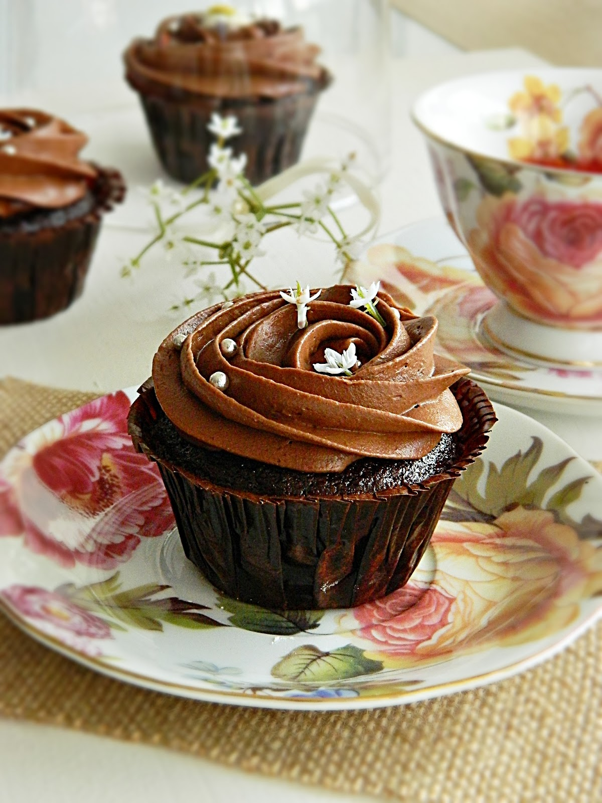dr ola 39 s kitchen chocolate buttercream frosting schokoladen frosting f r cupcakes. Black Bedroom Furniture Sets. Home Design Ideas