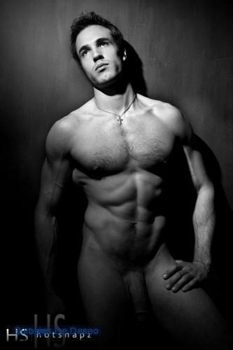 знаменитости мужчины голые фото