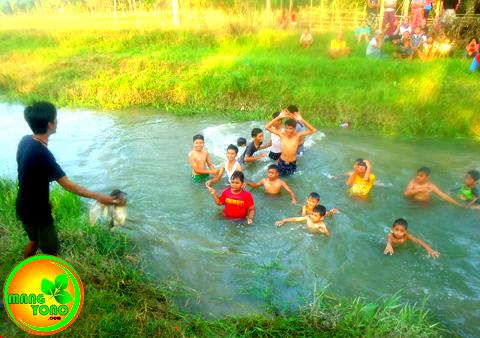 Tangkap Bebek di Dusun Gardu ( REGAZ), HUT RI ke 70.