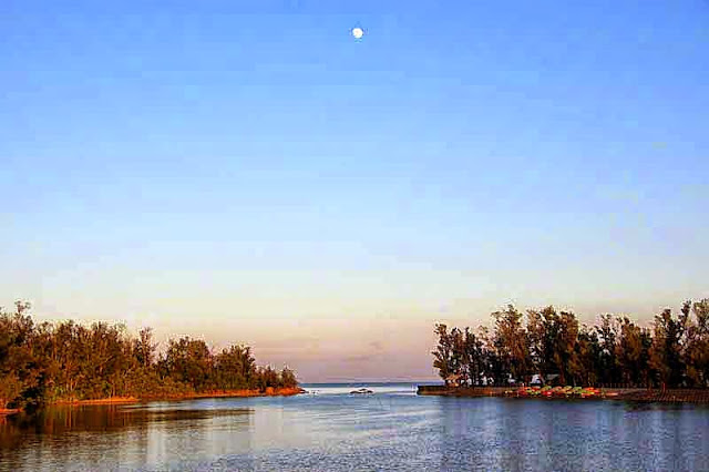 moonrise over Okukubi River