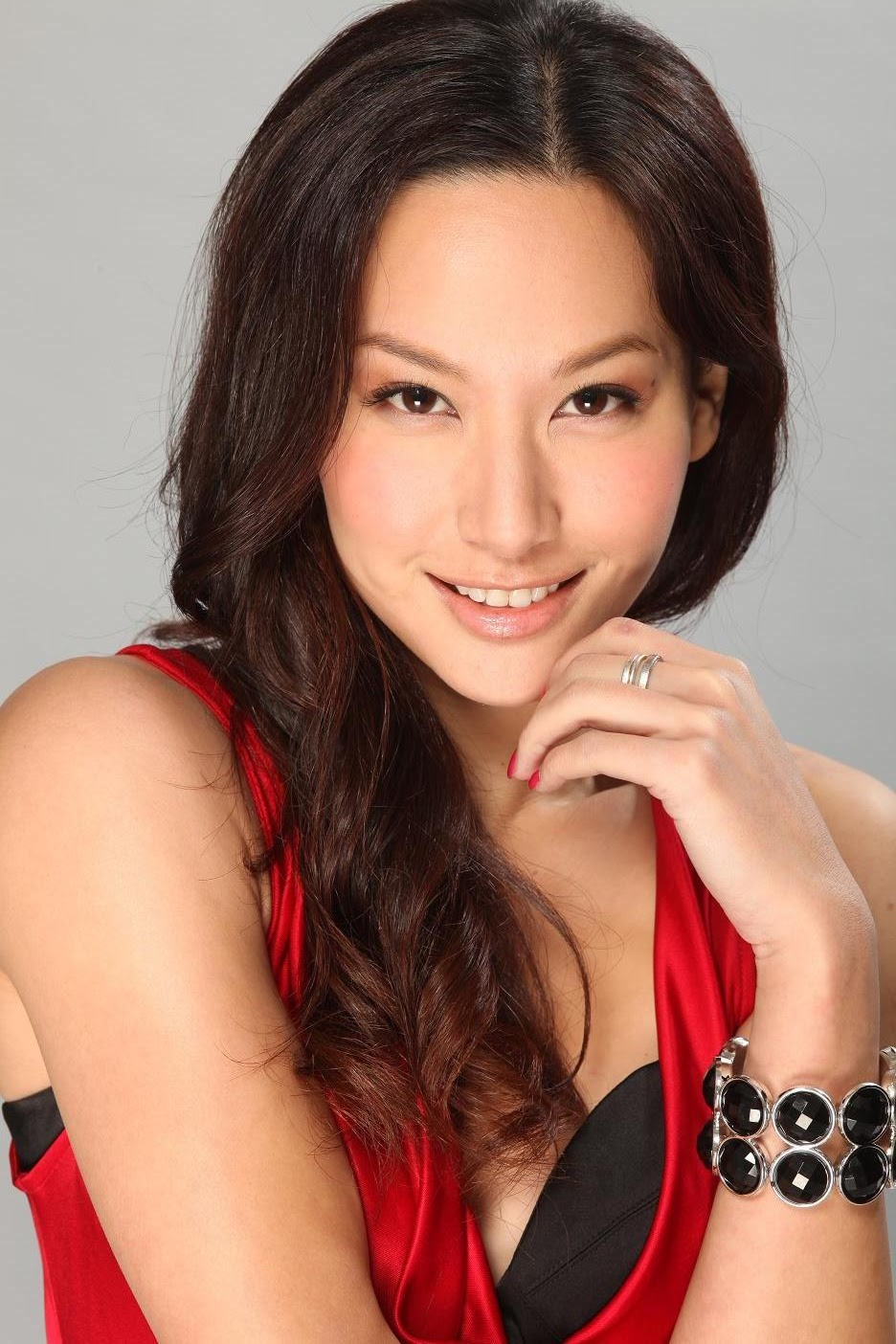 Kate Tsui 徐子珊 (Xú zǐ shān) - Rumours can be detrimental to her love life as she is still waiting for her Mr Right to come along.
