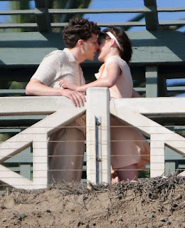 Kristen Stewart and Jesse Eisenberg Kiss on the Set of New Woody Allen Film