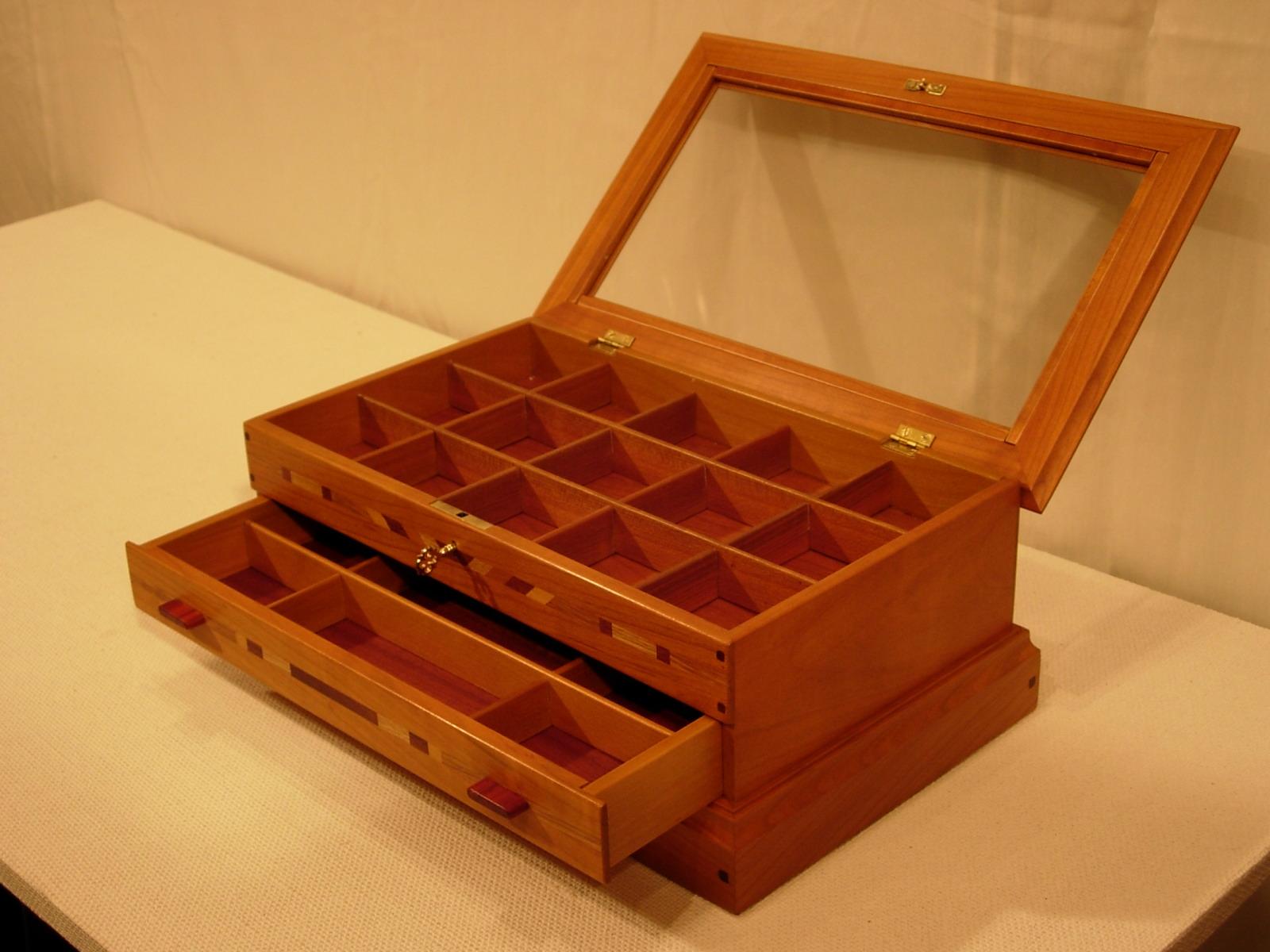 Sjuan ebanister a en madera en bilbao muebles artesanales - Muebles artesanales de madera ...