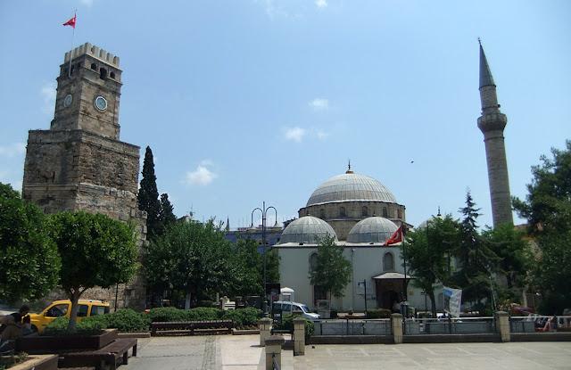 Torre del reloj en la plaza Karaalioglu - Antalya
