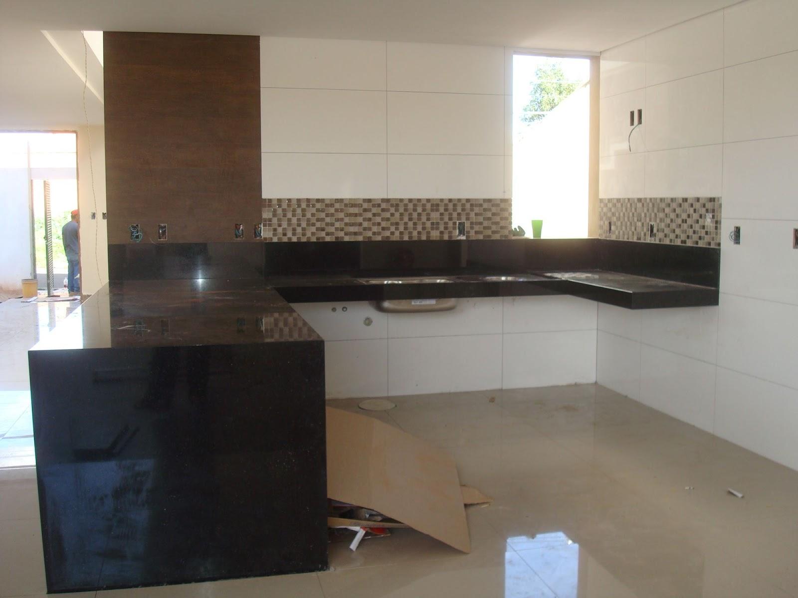 Usado nas paredes da cozinha lavanderia e banheiro da churrasqueira #345F97 1600 1200