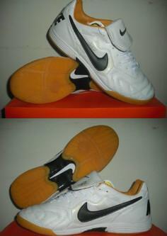 censored: Futsal Nike Tiempo III