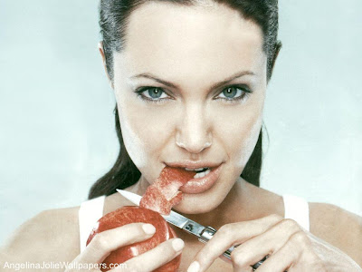 angelina jolie with yummy apple