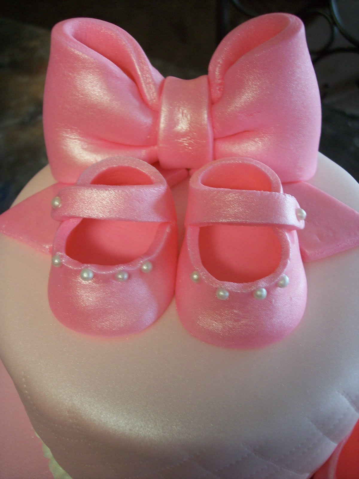 mymonicakes pink quilted baby shower cake with bows baby booties