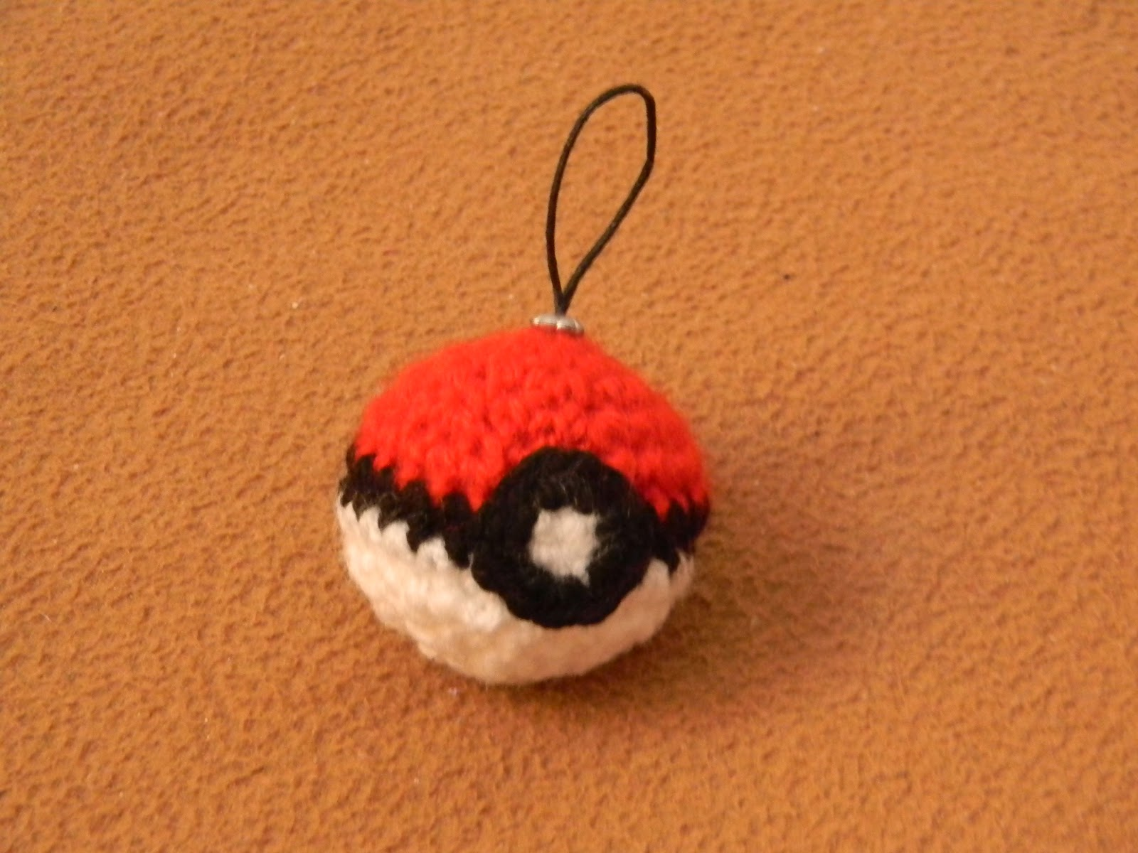 crochet quilling and origami pokeball breloc