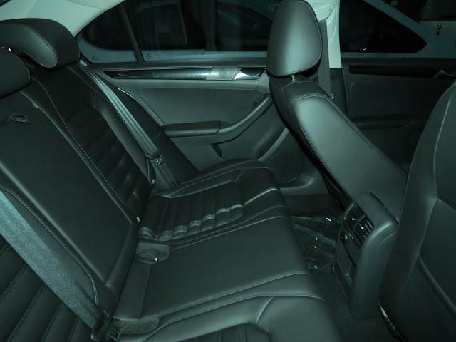 VW Jetta 2015 Highline TSI Prata - espaço interno