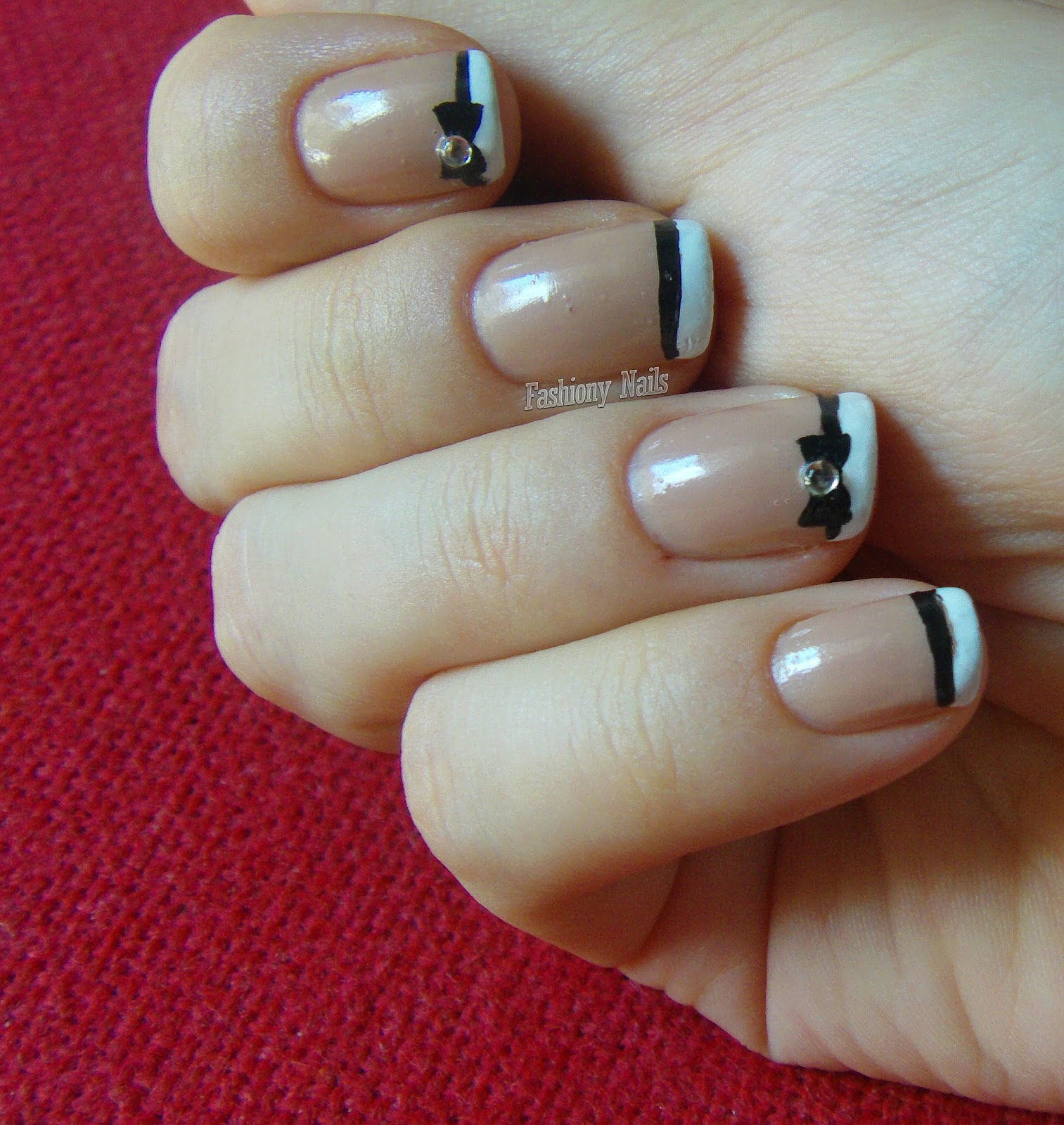 NOTD: Bow Nail Art | Fashiony Nails | Beauty Blog