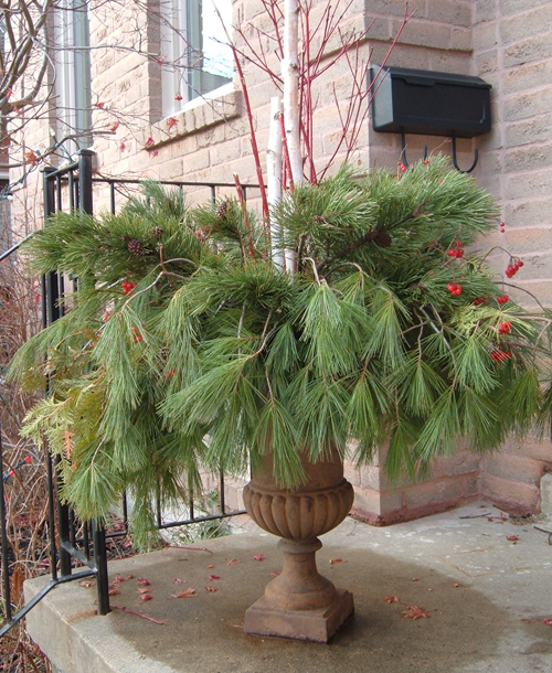 StyleBurb Outdoor Winter Urn