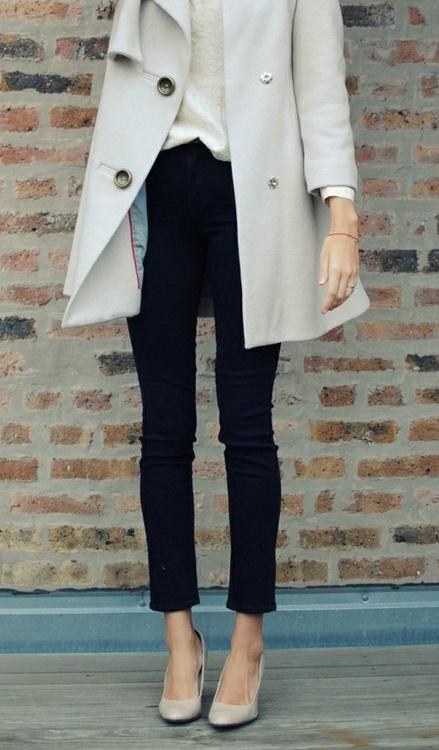 Light grey long jacket, black pants and high heels for fall
