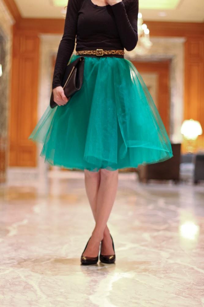 http://www.everyday-reading.com/2014/02/an-easy-tulle-skirt-tutorial.html
